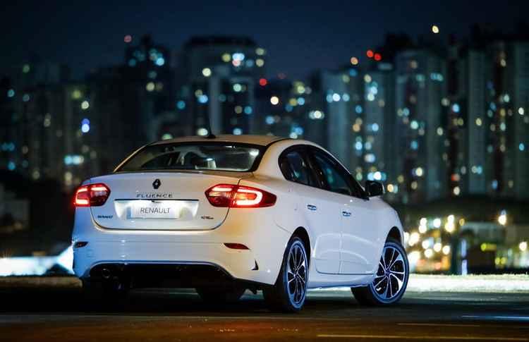 Renault Fluence в ночном городе