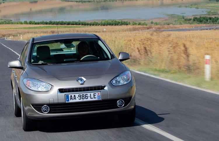 Renault Fluence 2010 на дороге