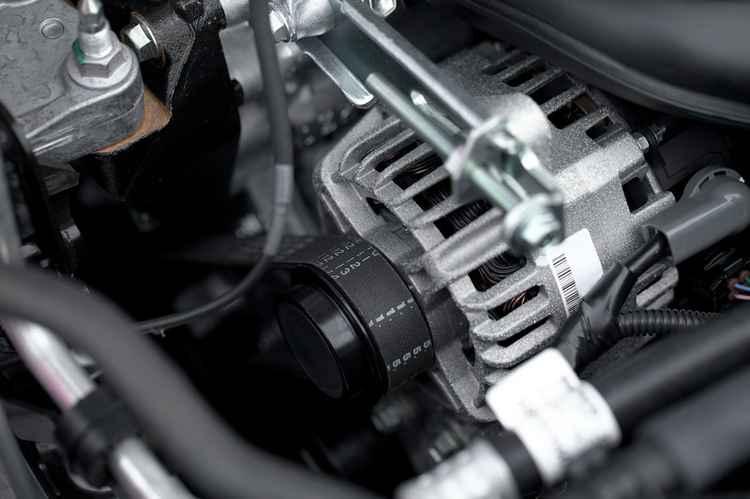 Процесс замены ремня генератора на Renault Fluence