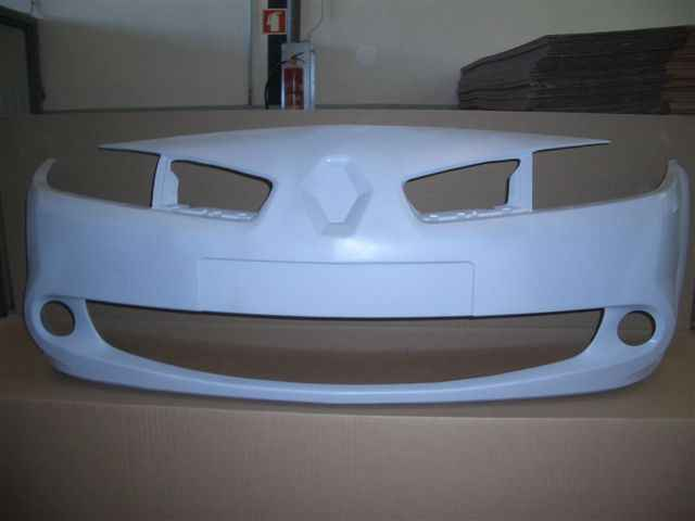 Передний бампер Renault Megane II