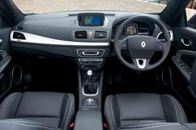 Замена салонного фильтра Renault Megane