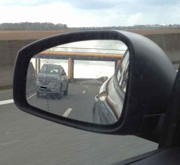 Renault Maxthon шпионское фото