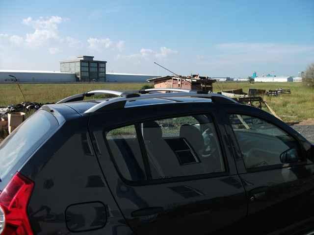 Объем багажника и багажник на рейлинги на Рено Сандеро Степвей