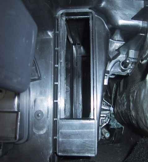 Место для установки салонного фильтра Renault Sandero