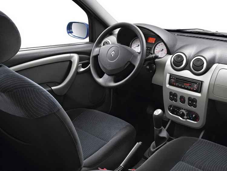 Интерьер Renault Logan 2010