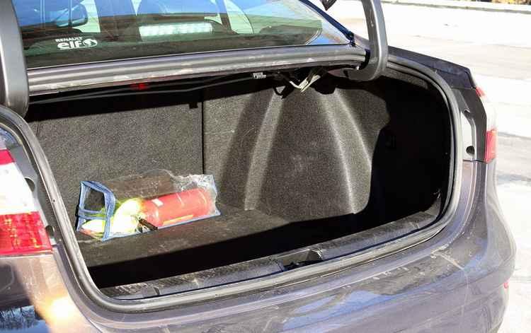 Рено Меган седан багажник