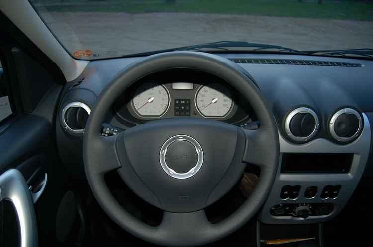 Водительское место Renault Logan
