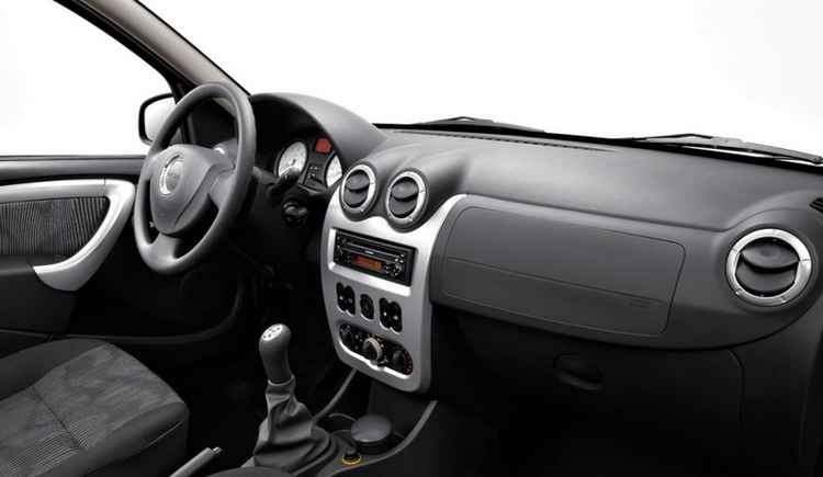 Салон Renault Logan 2012