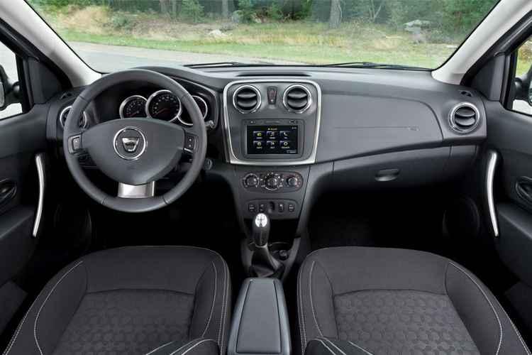 Интерьер Renault Logan 2013