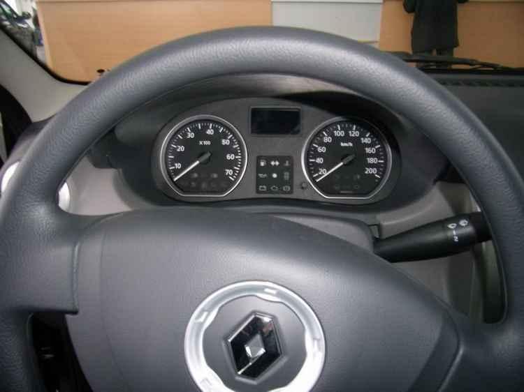 Панель приборов Renault Logan
