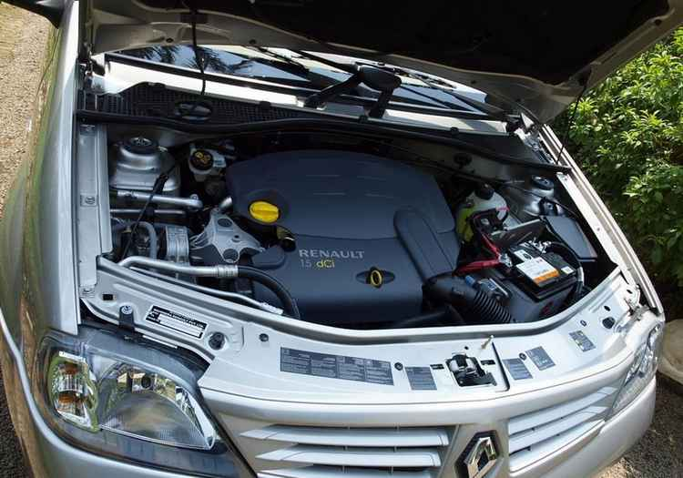 Подкапотное пространство Renault Logan
