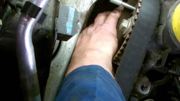 Замена ремня генератора на Рено Логан