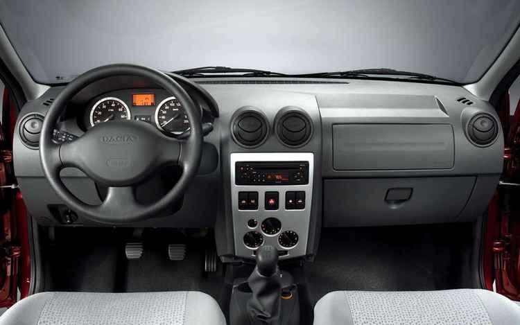 Салон Renault Logan 2005