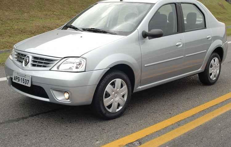 Renault Logan лобовое стекло