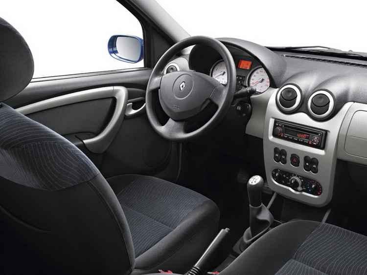 Установка салонного фильтра в Renault Logan
