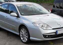 Серебристый Renault Laguna