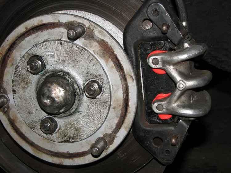 Тормозной диск и колодка на Renault