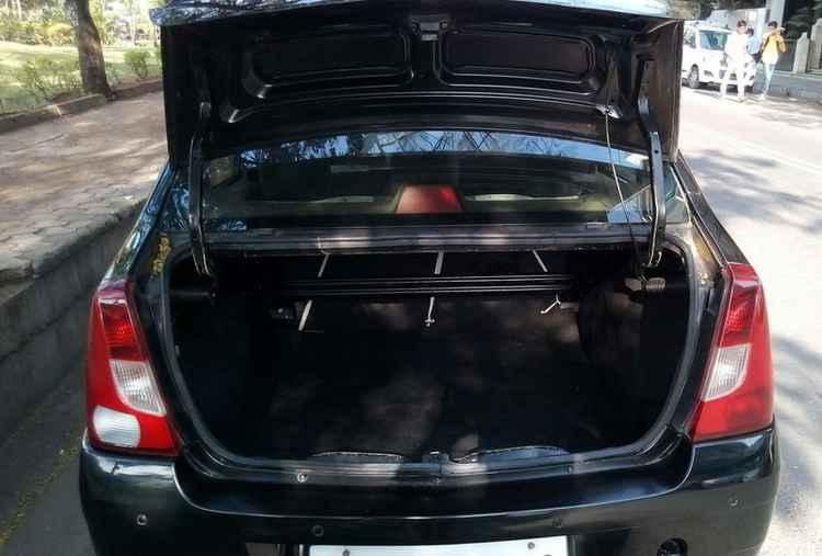 Багажник в Renault Logan
