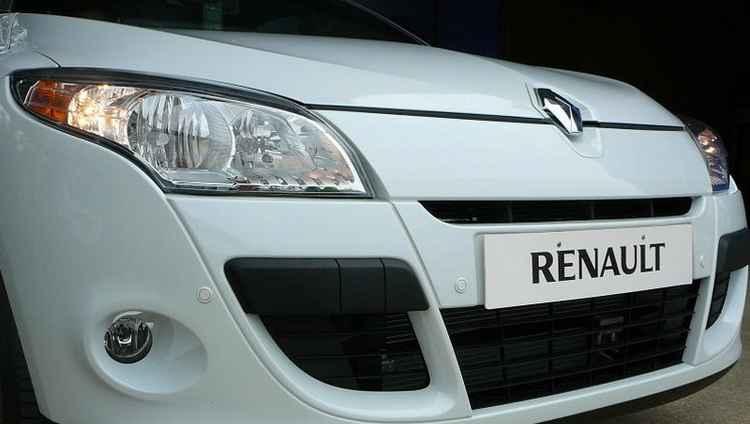 Передний парктроник на Renault