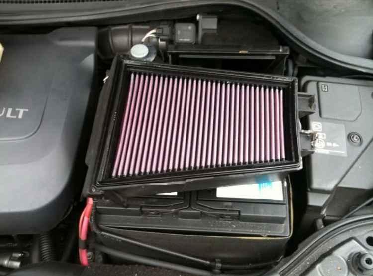 Воздушный фильтр двигателя на Renault