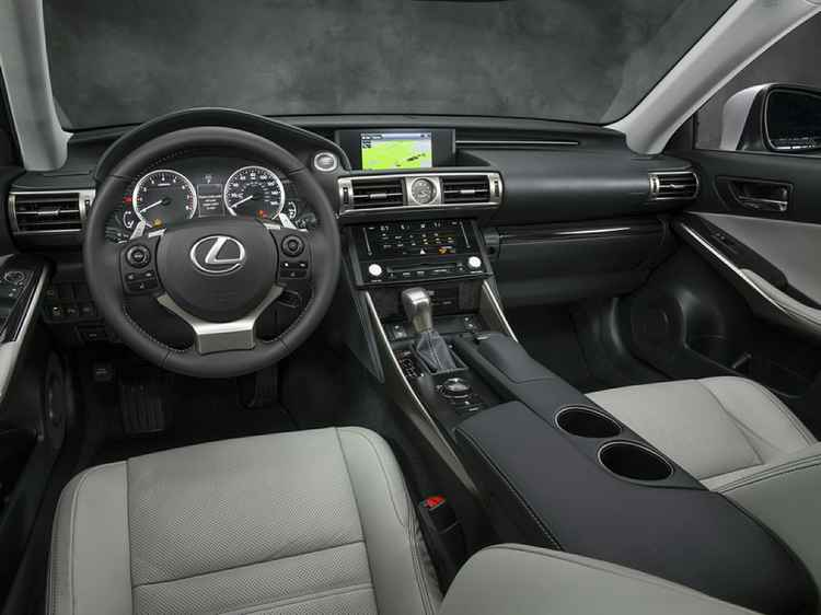 Интерьер Lexus IS 350