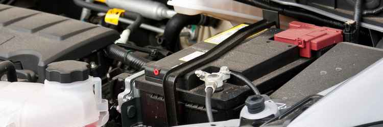 Установленный аккумулятор на авто