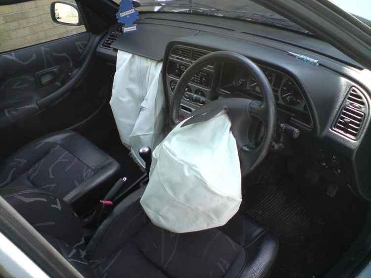 Сработавшие подушки в Peugeot 306