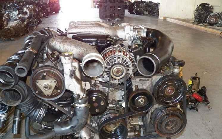 Демонтированный двигатель Mazda RX7