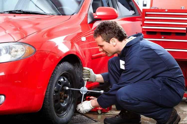 Снятие колеса для доступа к элементам подвески и тормозам