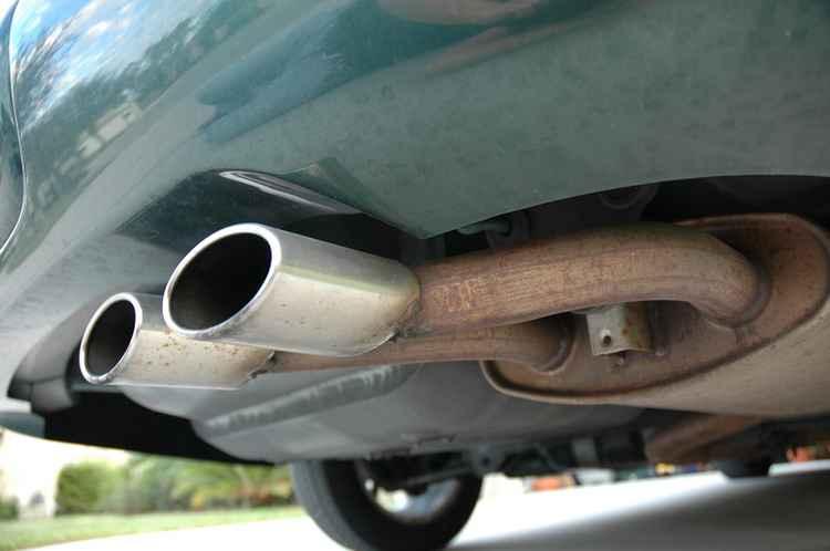 Глушитель на авто