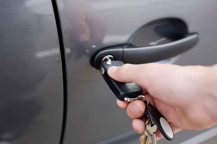 Сколько стоит поменять замок зажигания в машине