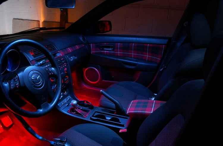 Подсветка в салоне Mazda