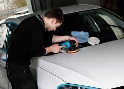 Выполнение полировки авто