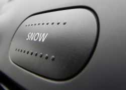 Кнопка Snow в Nissan Almera
