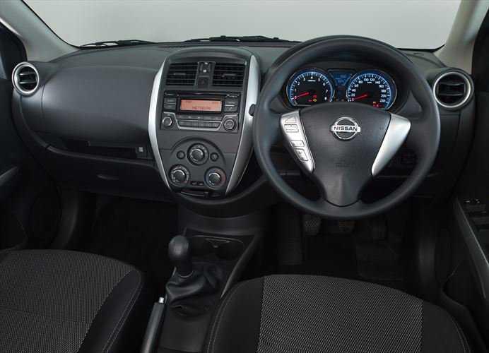 Интерьер Nissan Almera