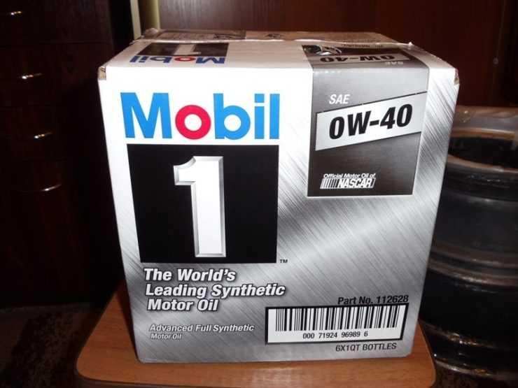 Упаковка моторного масла Mobil 1 0W40