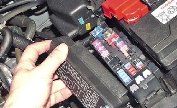 Блок предохранителей Nissan Almera