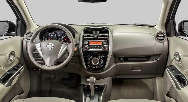 Интерьер Nissan Almera 2016