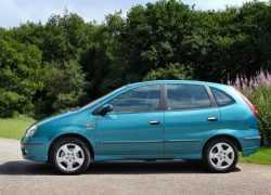Nissan Almera Tino фото