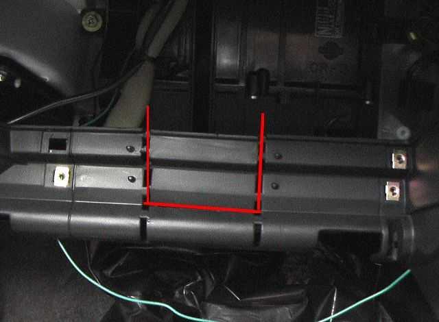 Расположение салонного фильтра в Nissan Almera