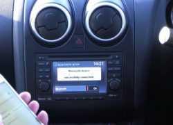 Штатная магнитола в Nissan Qashqai фото