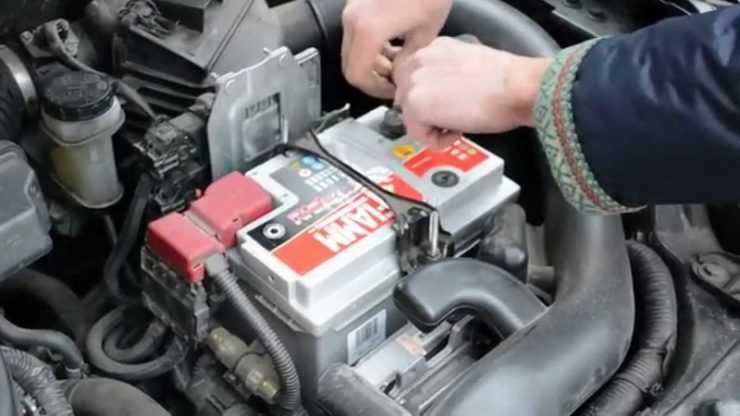 Установка аккумулятора на Nissan Qashqai