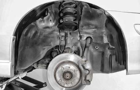 Процесс замены деталей подвески на Nissan Almera