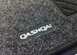 Фотография штатного коврика в автомобиле Ниссан Кашкай