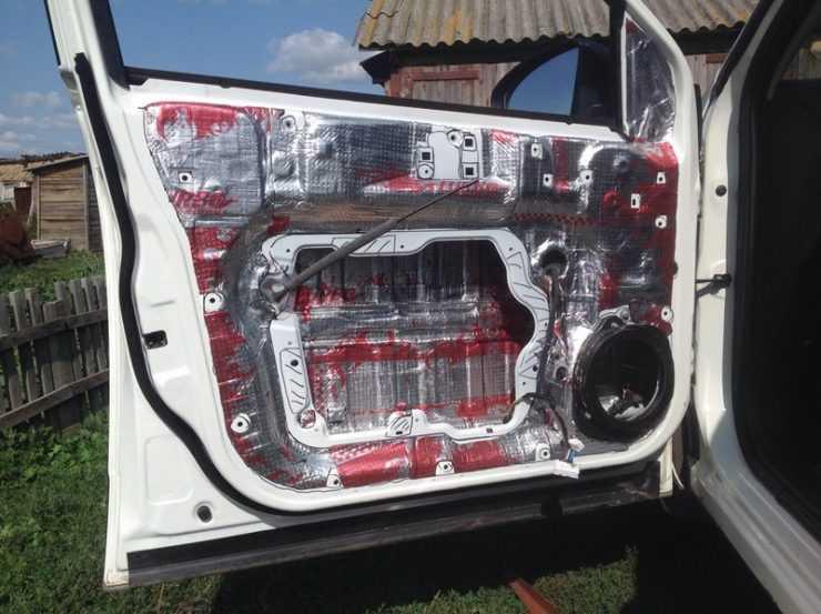 Шумоизоляция двери под установку музыки в Nissan Qashqai